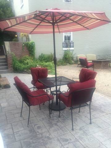 The Carriage House Inn Cover Picture