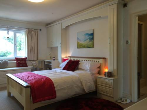 Halebarns House - Airport Boutique Guest House Cover Picture