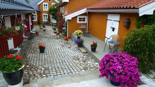 Toldgaarden Gjestegaard Cover Picture