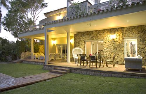 Villa Con Jardines Cover Picture