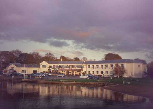 Lakeside Manor Hotel Cover Picture