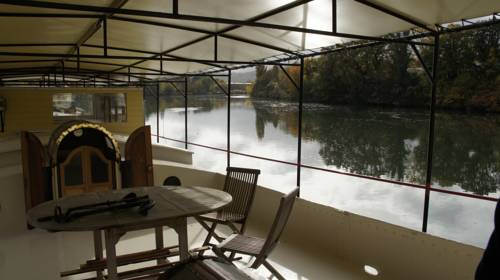 Charming Houseboat Cover Picture