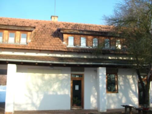 Falugondnokok Háza Cover Picture