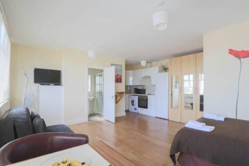Beautiful studio flat in Harrow 42c Cover Picture