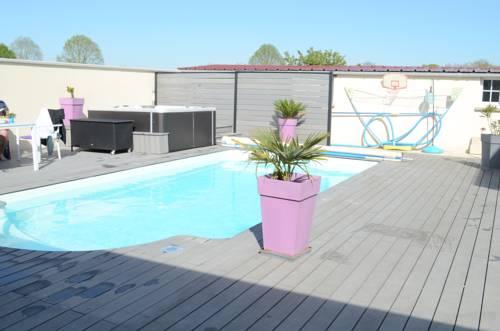 Chez Jojo & Cassi Cover Picture