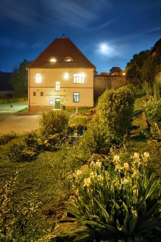 Jeschkeho Villa Cover Picture