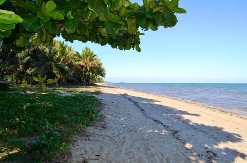 Kurrimine Beach Huts Cover Picture