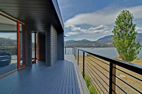 Hobart Waterfront Luxury Retreat Cover Picture