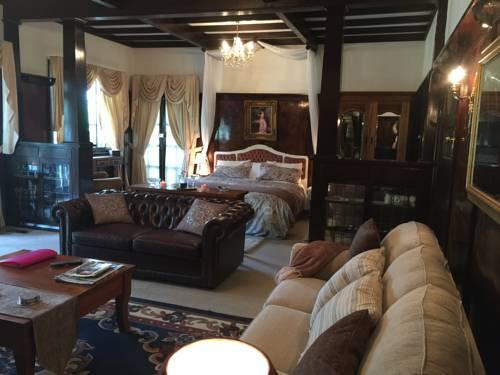 Corner Manor Leura Cover Picture
