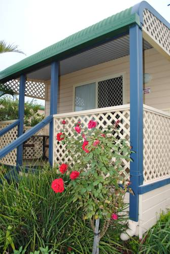 Alonga Waterfront Cottages Cover Picture