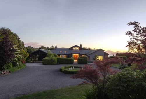 Ruru Lodge - Bed and Breakfast Cover Picture