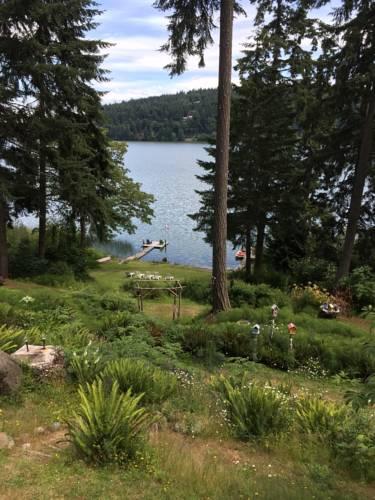 Maple Ridge Cottages Cover Picture