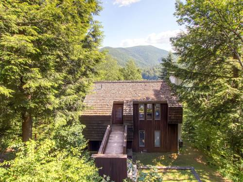 Cedar Rock Chalet Holiday home Cover Picture
