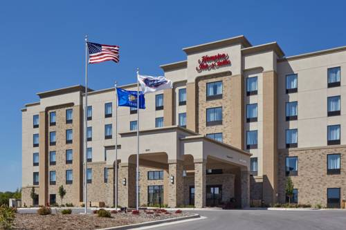 Hampton Inn & Suites Milwaukee/Franklin Cover Picture