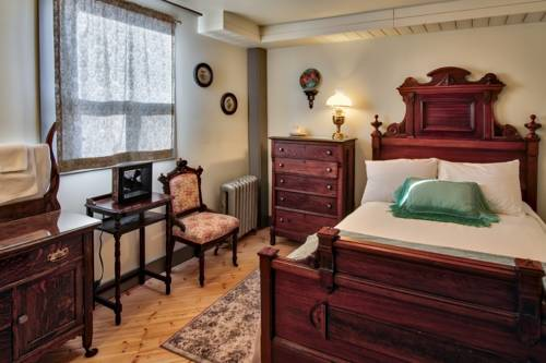 The Cochrane Rockyview Hotel Cover Picture