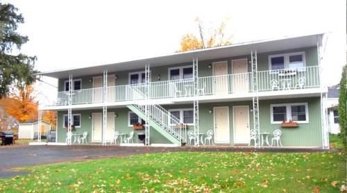 Moore's Motel Cover Picture
