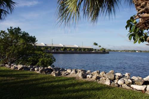 Palm Beach Waterfront Suites Cover Picture