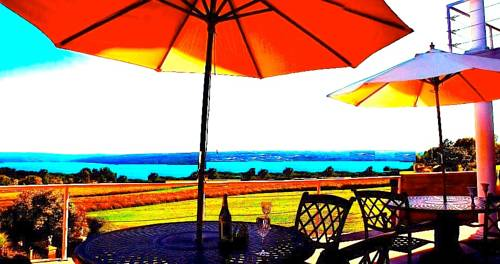 A Cayuga LakeFront Inn - Hotel Alt, Ithaca New York Cover Picture