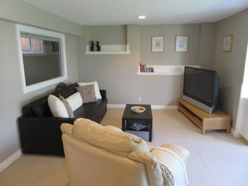 Bright and Spacious Walk-out Suite in Calgary Cover Picture