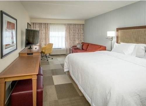 Hampton Inn and Suites Minneapolis University Area, MN Cover Picture