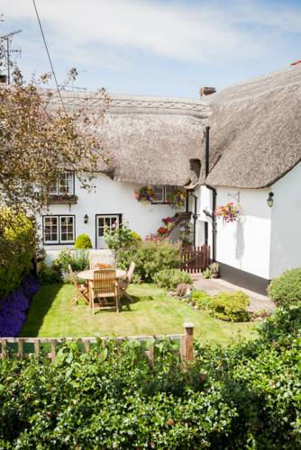 Farmhouse Cottage Cover Picture