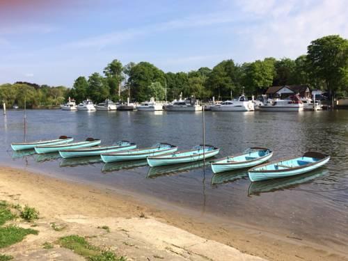 Hampton Court - Riverside View Cover Picture