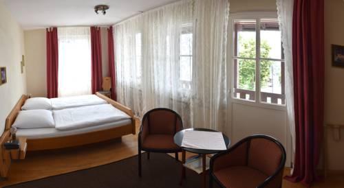 Landhotel Krone - Gästehaus vom Roten Schloss in Jagsthausen Cover Picture