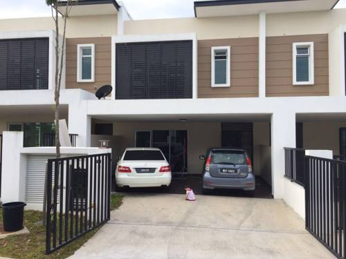 Lovely House in Nusajaya Cover Picture