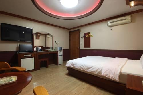 Utopia Hotel Cover Picture
