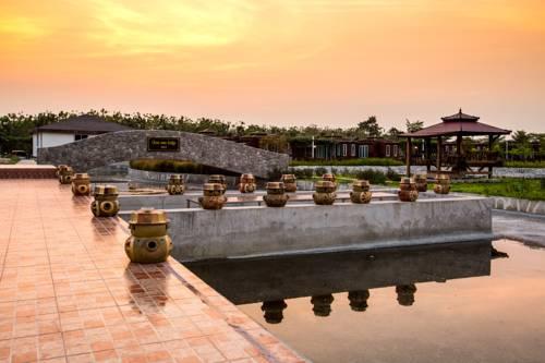 Prew Lom Chom Nam Cover Picture