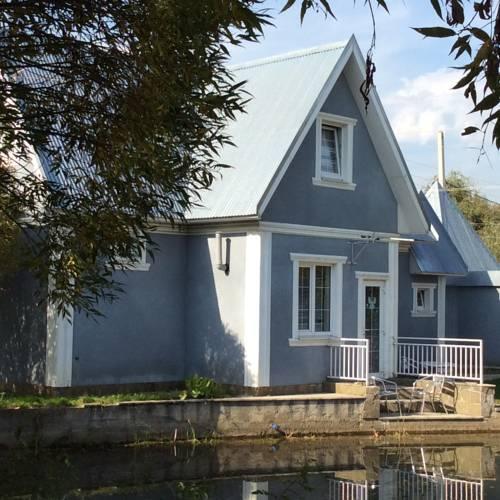 Cottage Lada 3 Cover Picture