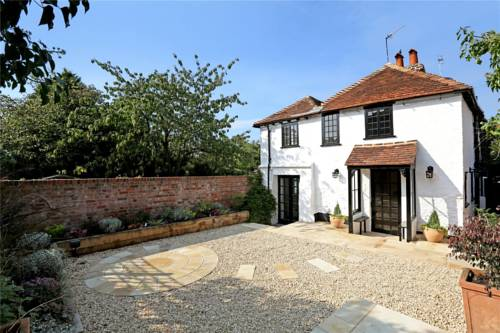 Henry VIII Cottage in the heart of Henley Cover Picture