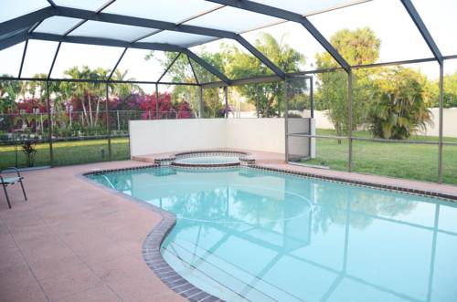 Tropical Holiday House with Private pool Cover Picture