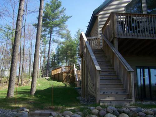 Bear's Den Lakefront w/OUTDOOR HOT TUB! Cover Picture