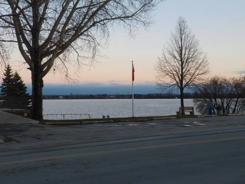 The Lakeview Inn Cover Picture