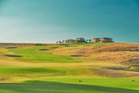 Best Golf Resorts in Tuscany, Italy Cover Picture