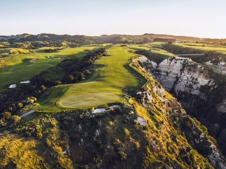 Ultimate Golf Vacation: Cape Kidnappers Cover Picture