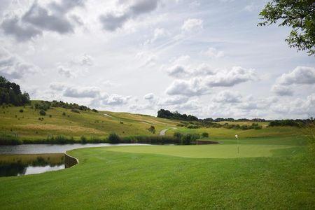 London golf club the international post image